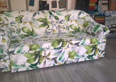kanapa w kwiaty