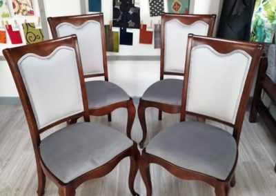 szare krzesła 4