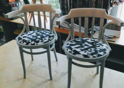 szare krzesła